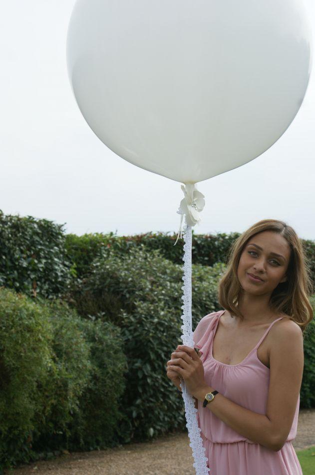 Ribbon & Joy Balloon Decor
